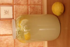 Domácí bezinková limonáda (z květů)