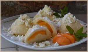 Kynuté meruňkové knedlíky