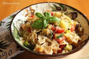 Těstoviny s lilkem a rajčaty