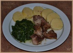 Pečená vepřová plec, listový špenát a bramborový knedlík