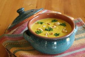 Dýňová polévka se zázvorem a kešu oříšky