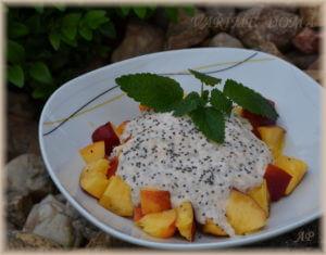 Ovoce s jogurtem a s chia semínky